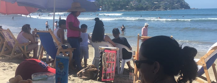 Cocos Locos Beach & Bar is one of Eduardo 님이 좋아한 장소.