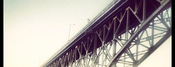 Ross Island Bridge is one of Tempat yang Disukai Rosana.