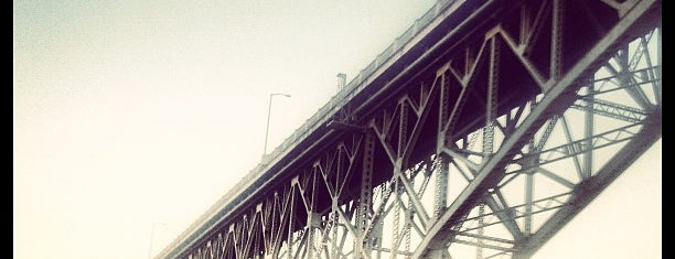 Ross Island Bridge is one of Lieux qui ont plu à Rosana.