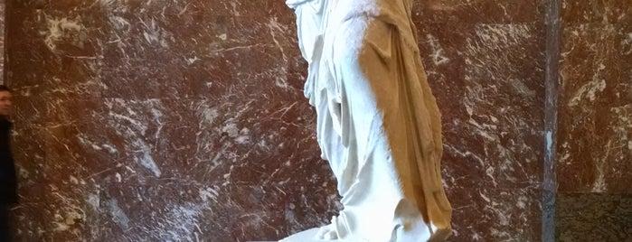 ルーヴル美術館 is one of Alejandraさんのお気に入りスポット.