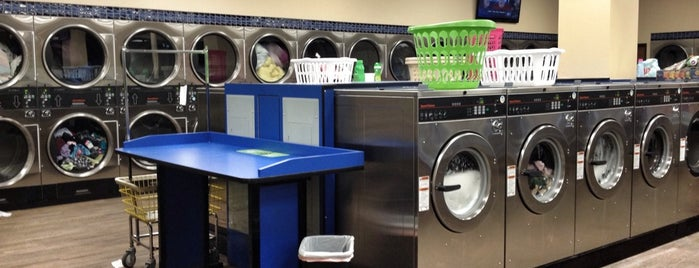 SpinZone Laundry is one of Lugares favoritos de kathi.