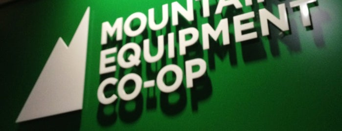 Mountain Equipment Co-op (MEC) North Vancouver is one of Tempat yang Disukai Winnie.