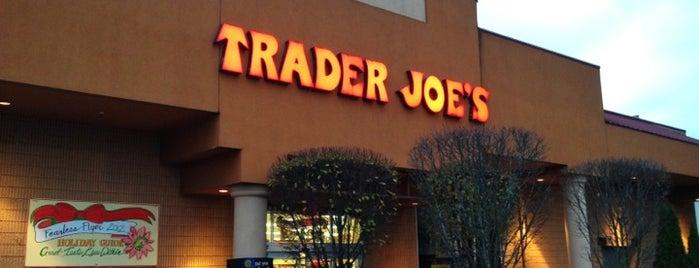 Trader Joe's is one of สถานที่ที่ Sunjay ถูกใจ.
