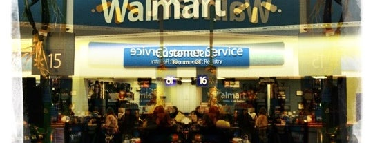 Walmart Supercenter is one of Denisさんのお気に入りスポット.