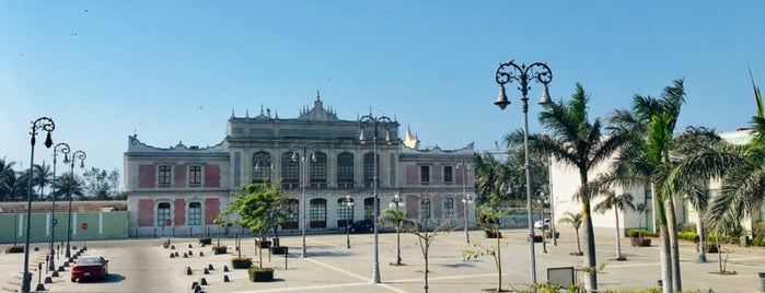 Plaza de la Republica is one of Locais curtidos por Mitzel.