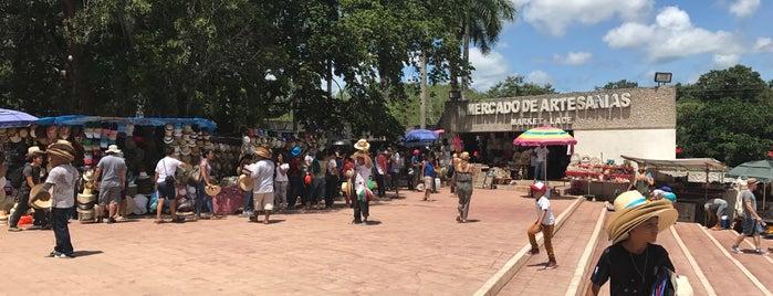 Mercado de Artesanías is one of август 🐾 님이 좋아한 장소.