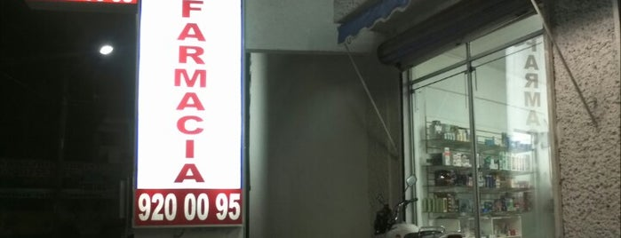 Farmacia Comercio is one of Locais curtidos por Rick.
