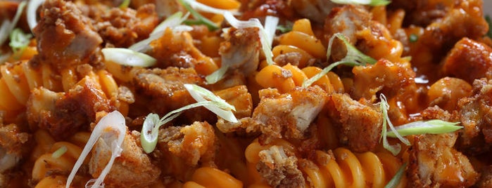 Honey Butter Fried Chicken is one of Where to Find Chicago's Best Mac and Cheese.