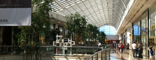 Chadstone Shopping Centre is one of Justine 님이 좋아한 장소.