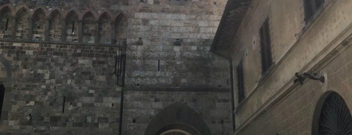 Abbazia di San Michele Arcangelo is one of Lieux qui ont plu à Dmitry.
