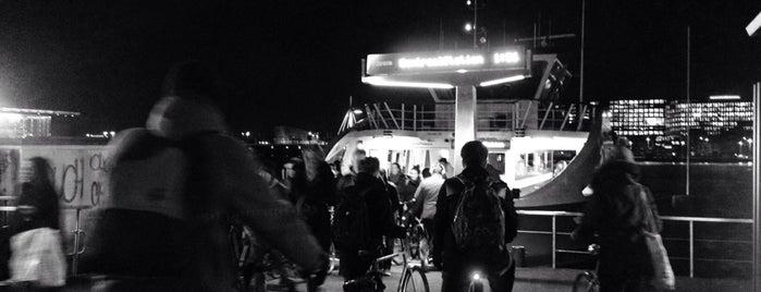 IJpleinveer naar Centraal Station is one of Trendtour Amsterdam.