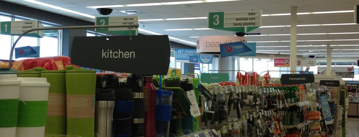 Walgreens is one of Orte, die Nicole gefallen.