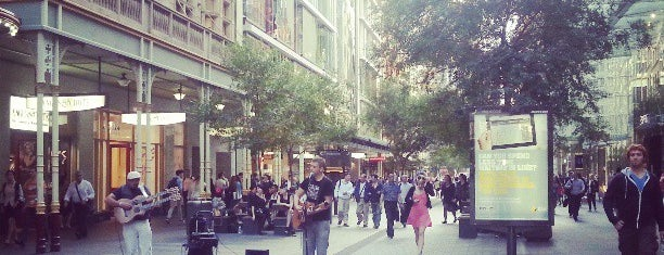 Pitt Street Mall is one of Lugares guardados de Nikusha †.