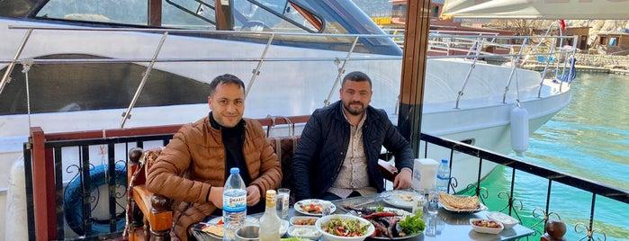 Eski Halfeti is one of Şanlıurfa.