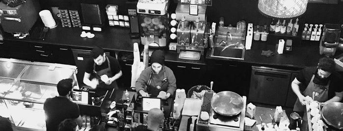 Starbucks is one of Posti che sono piaciuti a Dsignoria.