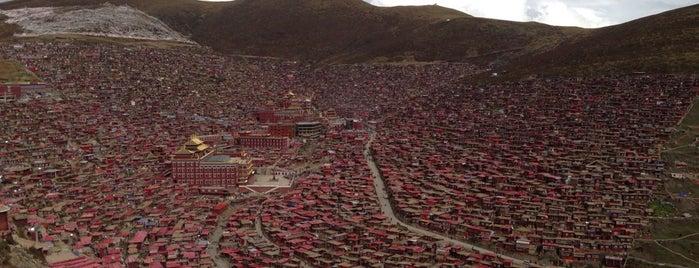 Larung Gar Buddhist Academy 色达喇荣寺五明佛学院 is one of Far Far Away.
