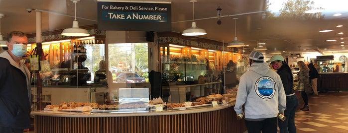 Gayle's Bakery & Rosticceria is one of Posti che sono piaciuti a Odile.