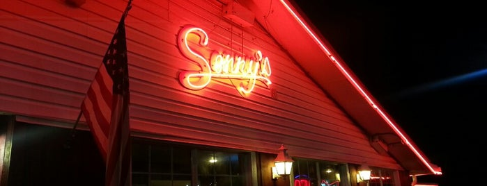 Sonny's BBQ is one of สถานที่ที่ Daron ถูกใจ.