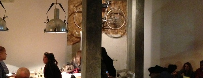 La Bicicleta Café is one of Cafeterias con encanto Madrid.