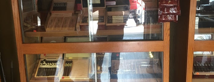 Ash Fine Cigars is one of In NYCさんのお気に入りスポット.