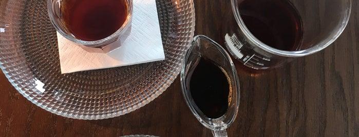 Sam Café | سام کافه is one of Lugares favoritos de Amir.