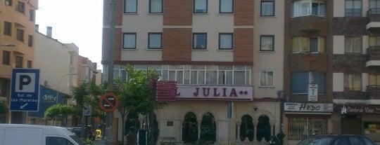 Hotel Julia is one of สถานที่ที่ Miguel ถูกใจ.