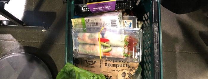 Whole Foods Sushi Bar is one of Lieux qui ont plu à Jessie.