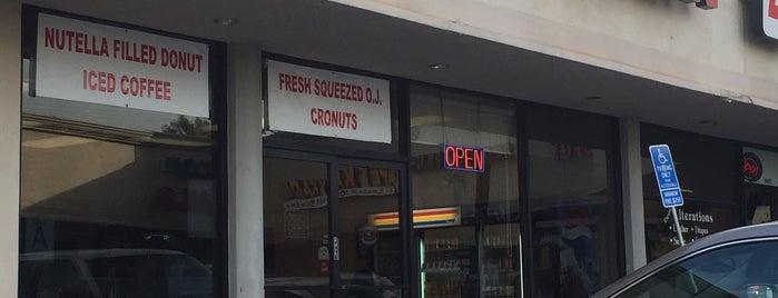 Donut Queen is one of Neighborhood regular places.