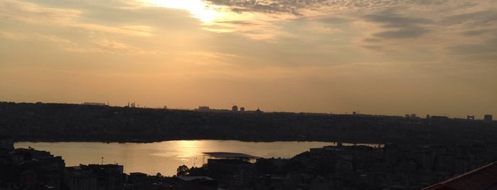 Büyük Londra Oteli is one of Istanbul'da Manzara.