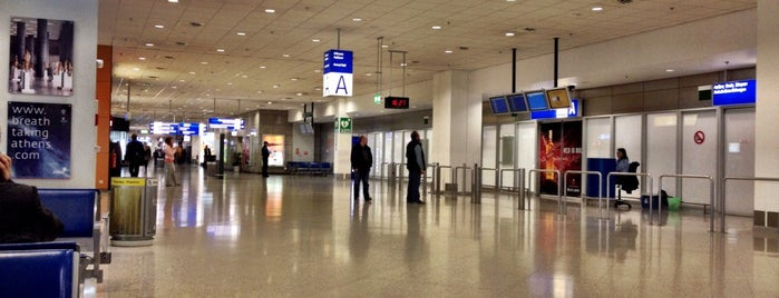 Arrivals Hall A (Extra Schengen) is one of Tempat yang Disukai George.