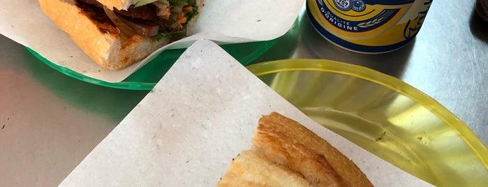 Phi Bánh Mì is one of Lieux qui ont plu à See Lok.