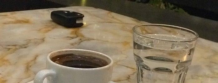Gia Cafe & Lounge is one of Locais salvos de Fahreddin.