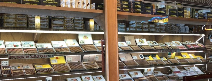 J&J Premium Cigars is one of Steve 님이 좋아한 장소.