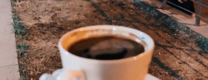 Starbucks is one of Tempat yang Disukai Varlik.