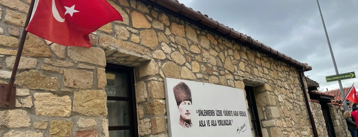 Atatürk Evi is one of สถานที่ที่ Esra ถูกใจ.