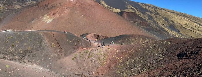 Etna Sud (2500m) is one of สถานที่ที่ Esra ถูกใจ.