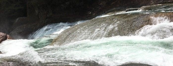 鱒飛の滝 is one of Lugares favoritos de ジャック.