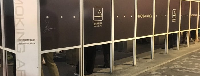 中野駅北口東西連絡路橋脚下喫煙所 is one of ジャックさんのお気に入りスポット.