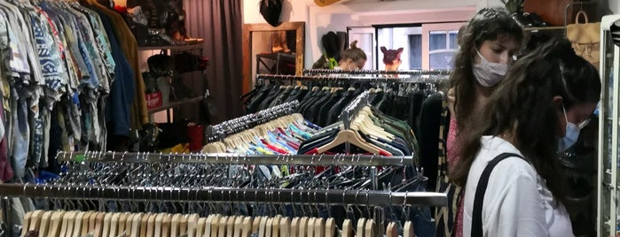 Heartcore Vintage Clothing is one of Lisboa.