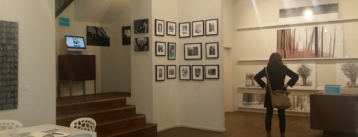 LUMAS Galerie is one of สถานที่ที่ Sven ถูกใจ.