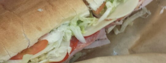 Larry's Giant Subs is one of Bradleyさんのお気に入りスポット.