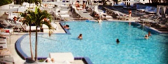 Ritz Carlton Pool is one of Pavlos list.