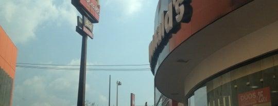 McDonald's is one of Locais curtidos por Eduardo.