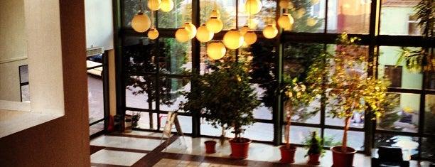 İstanbul Bilgi Üniversitesi is one of Tempat yang Disukai Erkan.