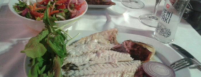 Cunda Boncuk Restaurant is one of Lugares favoritos de Sinem.