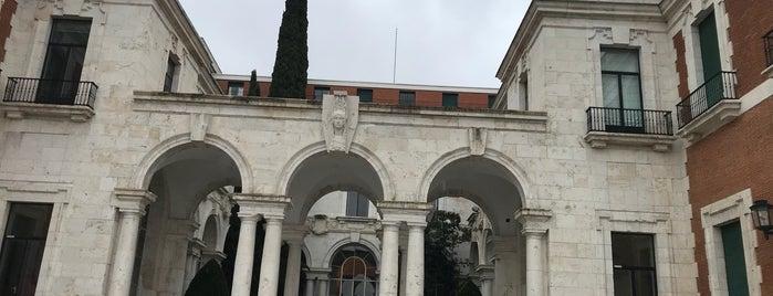 Casa de Velázquez is one of Lugares para realización de eventos.