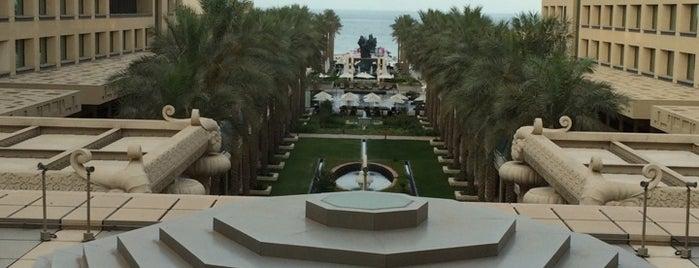 Jumerah Maselah Beach Hotel is one of Lieux sauvegardés par Mujdat.