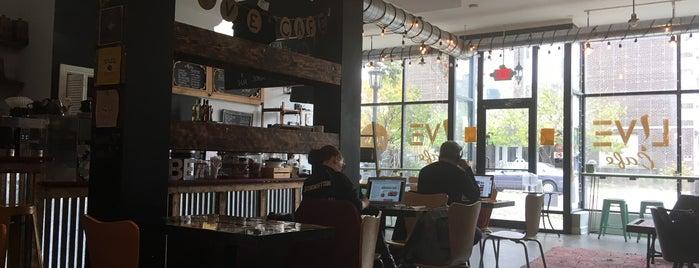 L!VE Cafe is one of Orte, die Darren gefallen.