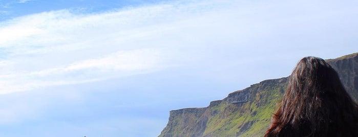Pink Iceland Office is one of Carl'ın Beğendiği Mekanlar.