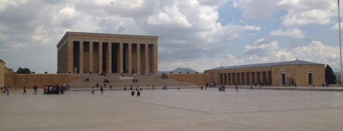 Anıtkabir is one of Lugares favoritos de Dilek.